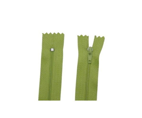 Reißverschluss 20 cm spiralförmig nicht trennbar lindgrün (2031)